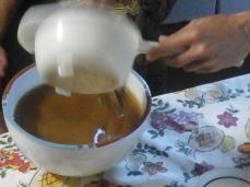 Mistura de caldo a cozedura do feijão de soja e sal
